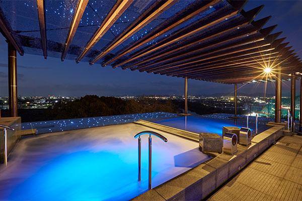 夜景を眺める贅沢なひととき